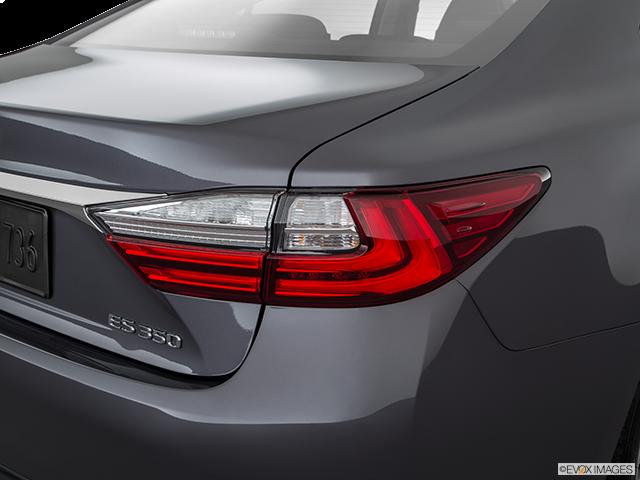 2018 Lexus ES 350 Passenger Side Taillight