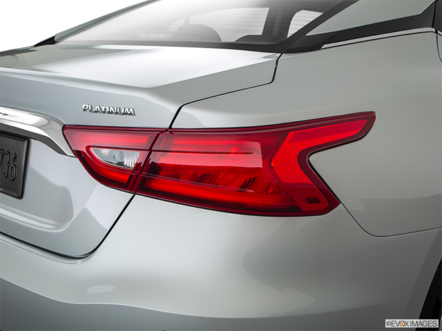 2018 Nissan Maxima Passenger Side Taillight