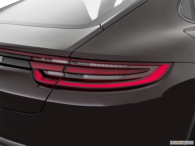 2018 Porsche Panamera Passenger Side Taillight