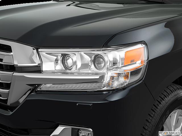 2018 Toyota Land Cruiser Drivers Side Headlight