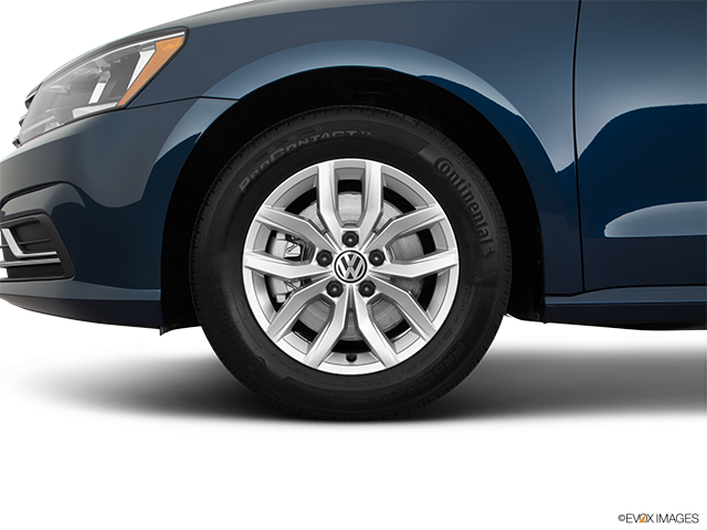 2018 Volkswagen Passat Front Drivers side wheel at profile