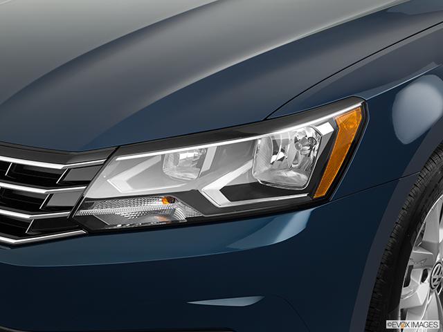 2018 Volkswagen Passat Drivers Side Headlight