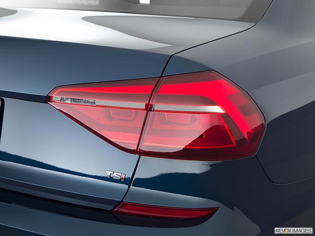 2018 Volkswagen Passat Passenger Side Taillight