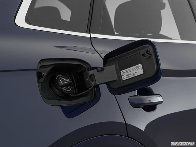 2019 Audi SQ5 Gas cap open
