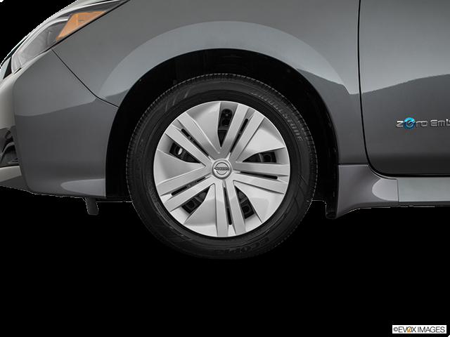 2019 Nissan LEAF Front Drivers side wheel at profile