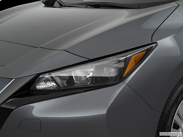 2019 Nissan LEAF Drivers Side Headlight