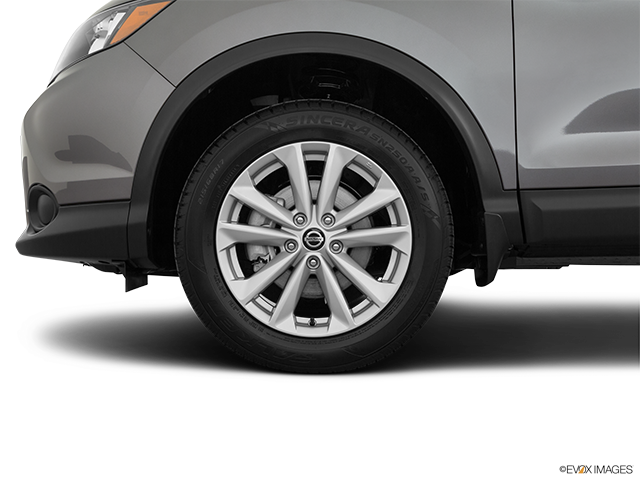 2019 Nissan Rogue Sport Front Drivers side wheel at profile