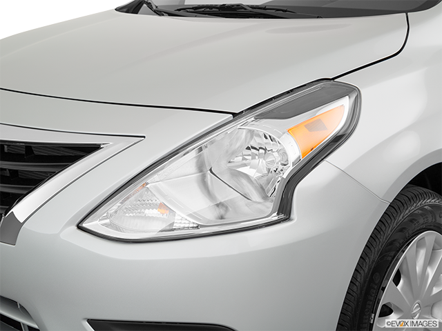 2019 Nissan Versa Drivers Side Headlight
