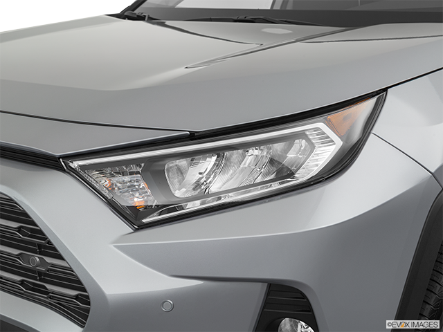 2019 Toyota RAV4 Drivers Side Headlight