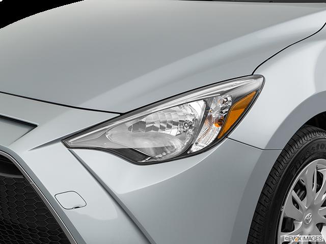 2019 Toyota Yaris Drivers Side Headlight