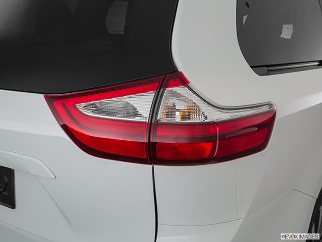 2020 Toyota Sienna Passenger Side Taillight
